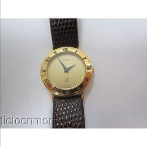 Gold Gucci 3000M Roman Watch